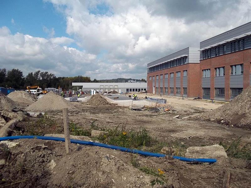 Budowa parkingu samochodowego od strony segmentów D i J