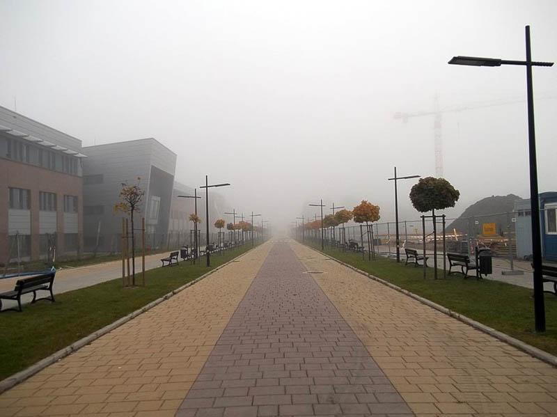 Aleja Wawelska – po lewej stronie budynek WFAIS UJ, po prawej – budowa Wydziału Chemii