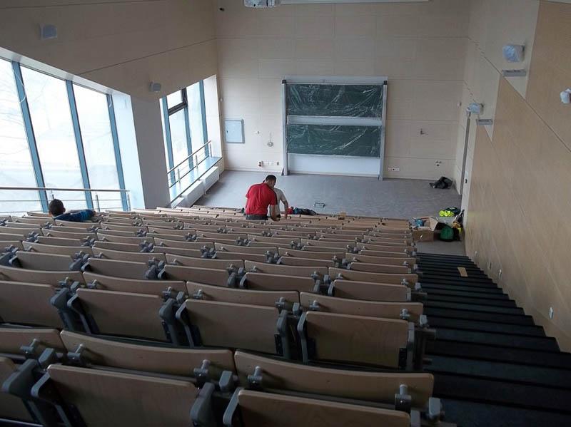Montaż foteli w auli bocznej A-03 (segment A)