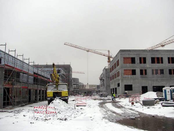 Widok na plac budowy od strony segmentu J.